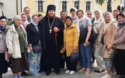 Паломники в монастыре